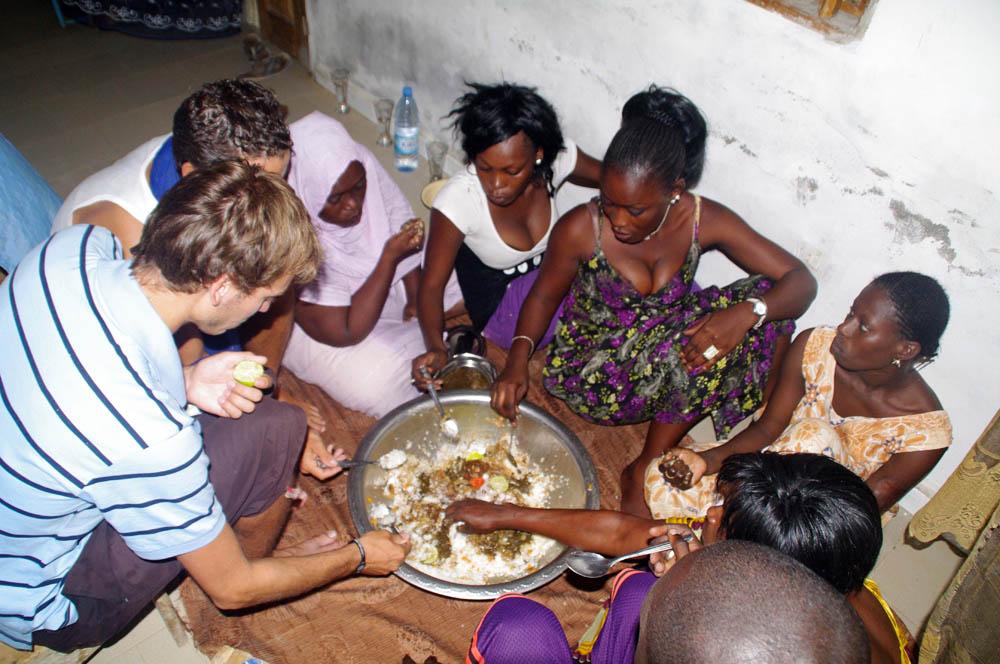 piatto senegalese mangiato insieme - teranga